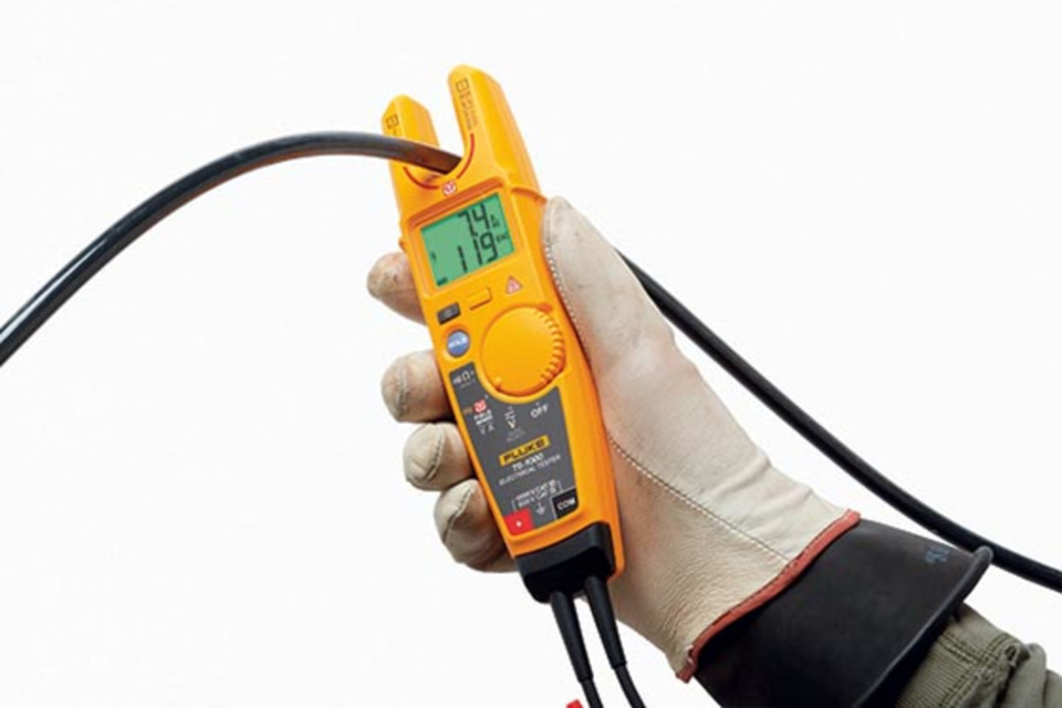 Fluke testers check voltage without leads